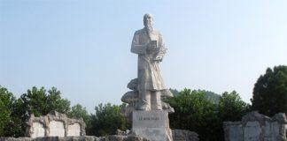Tượng đài đại danh y Lê Hữu Trác ( Hải Thượng Lãn Ông)