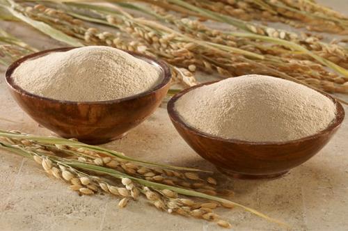 Cám gạo chữa nứt gót chân