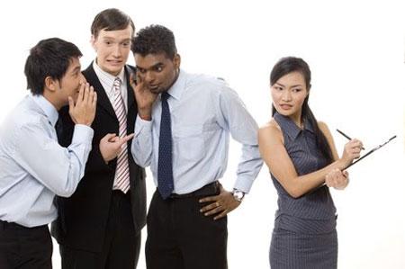 Nói chuyện nhiều với đồng nghiệp sẽ giúp bạn có nhiều năng lượng để làm việc