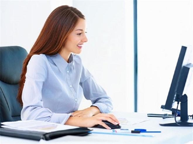 Ngồi đúng tư thế sẽ giảm đau lưng hiệu quả cho dân văn phòng