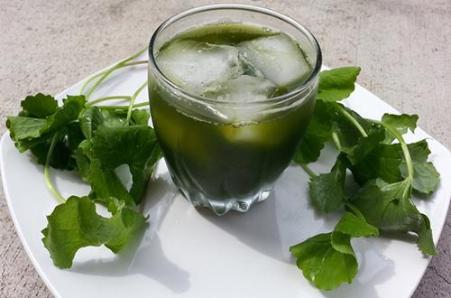 Uống nước rau má thường xuyên cho da đẹp hơn