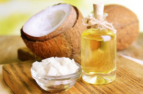 Dầu dừa là phương pháp dân gian chữa chàm khô hiệu quả