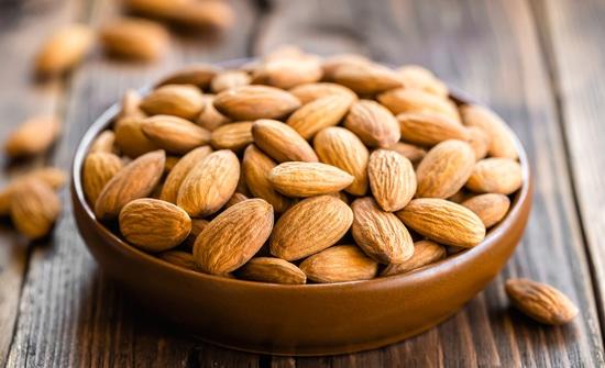 Hạnh nhân chứa lượng lớn vitamin E và protein tốt cho làn da và cho cả cơ thể